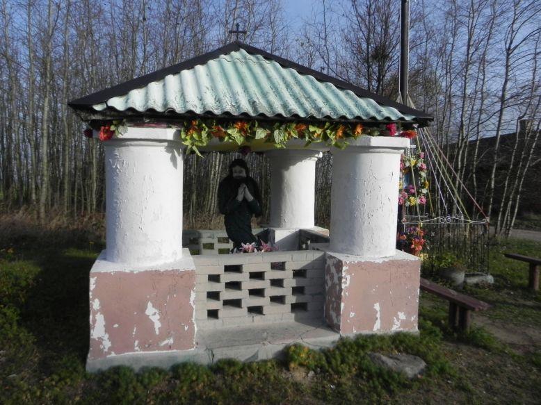 2013-03-11 Modrzewek kapliczka nr2 (2)