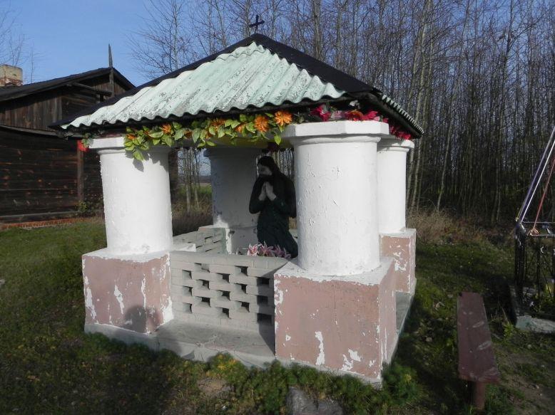 2013-03-11 Modrzewek kapliczka nr2 (3)