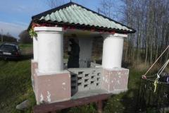 2013-03-11 Modrzewek kapliczka nr1 (4)