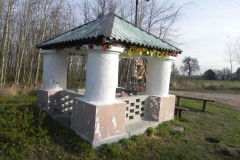 2013-03-11 Modrzewek kapliczka nr2 (1)