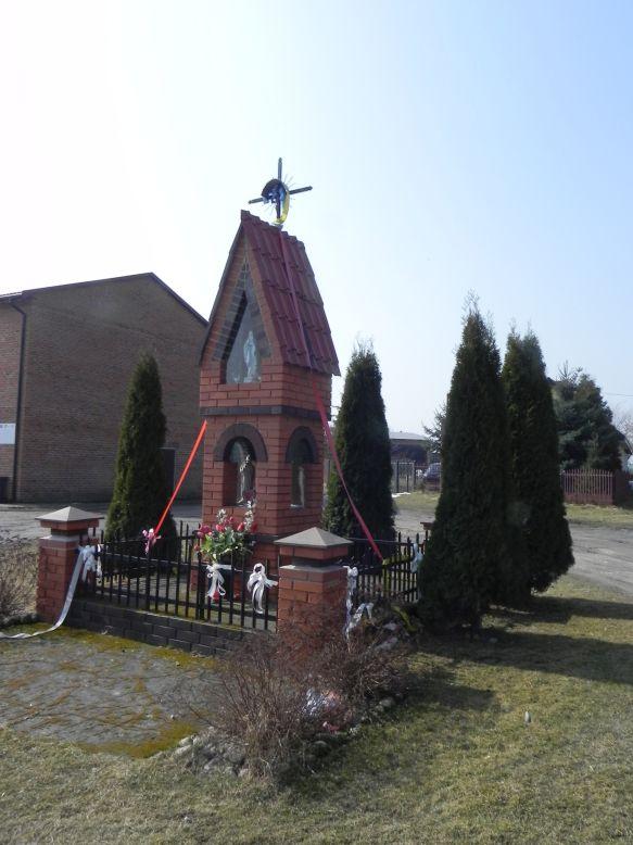 2018-03-25 Mroczkowice kapliczka nr1 (5)