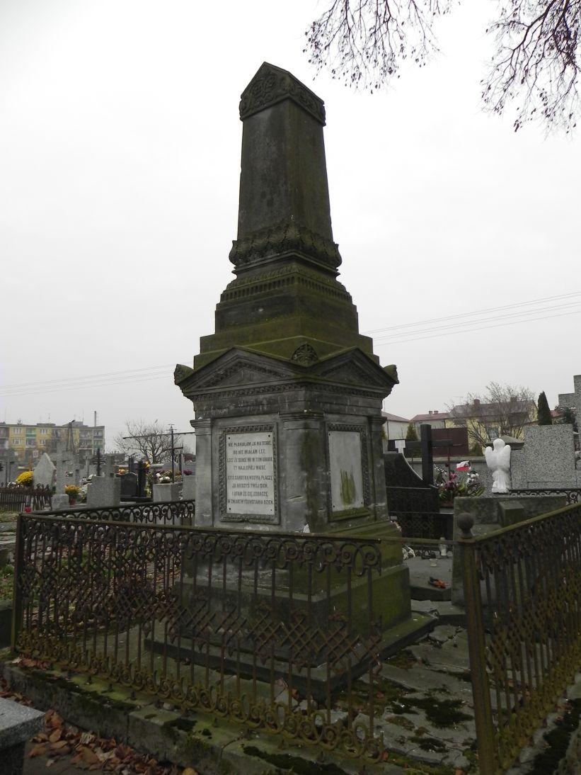 2011-11-19 Cielądz - cmentarz parafialny (15)
