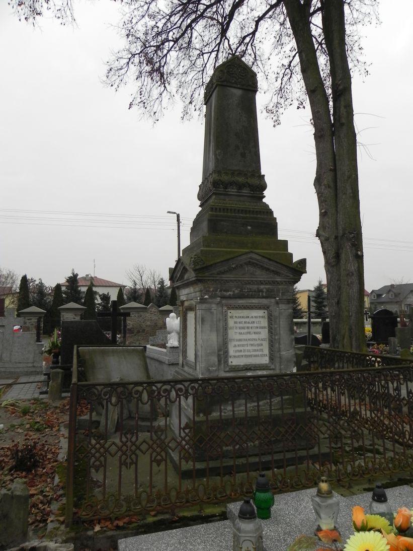 2011-11-19 Cielądz - cmentarz parafialny (16)