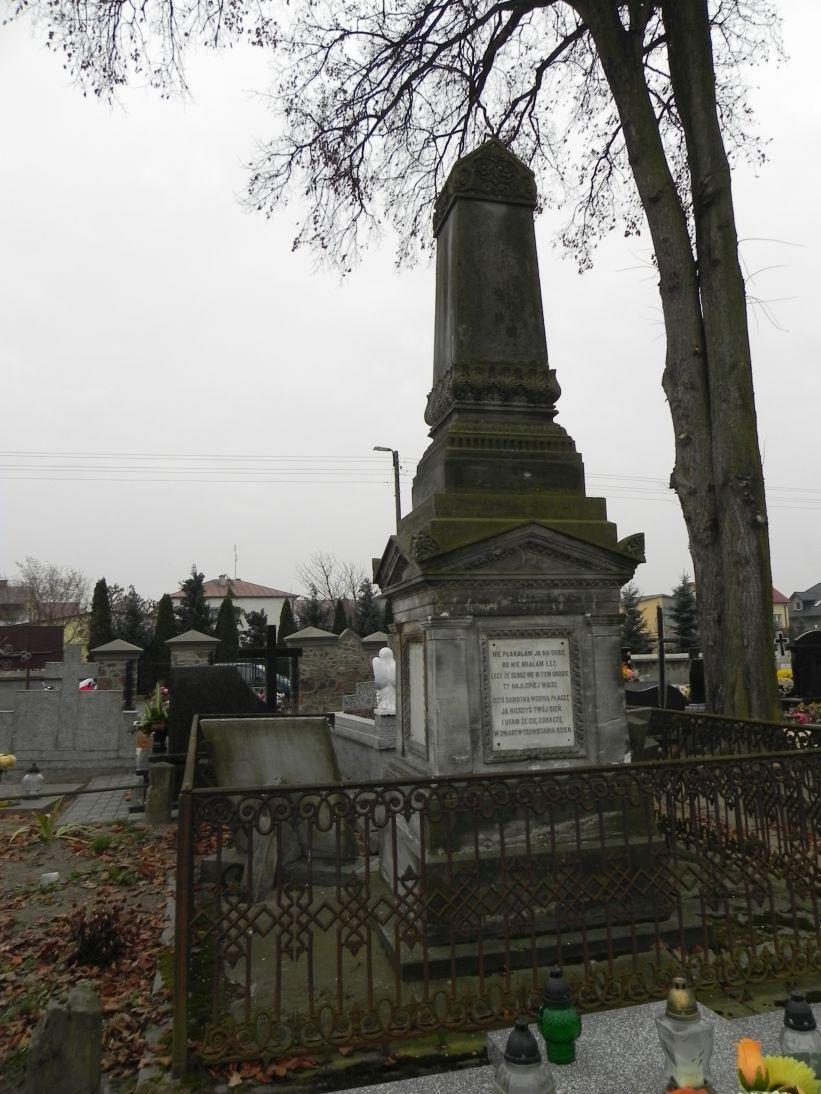 2011-11-19 Cielądz - cmentarz parafialny (17)