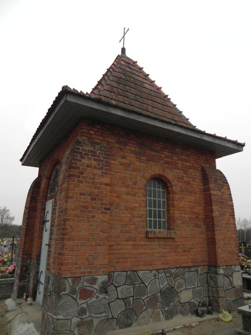 2011-11-19 Cielądz - cmentarz parafialny (3)