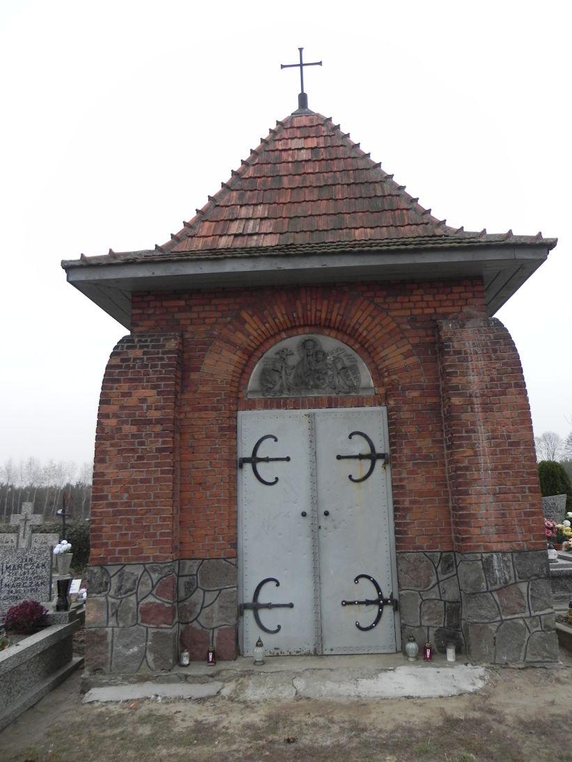 2011-11-19 Cielądz - cmentarz parafialny (6)