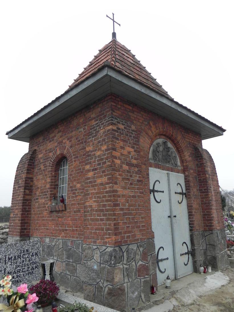 2011-11-19 Cielądz - cmentarz parafialny (9)