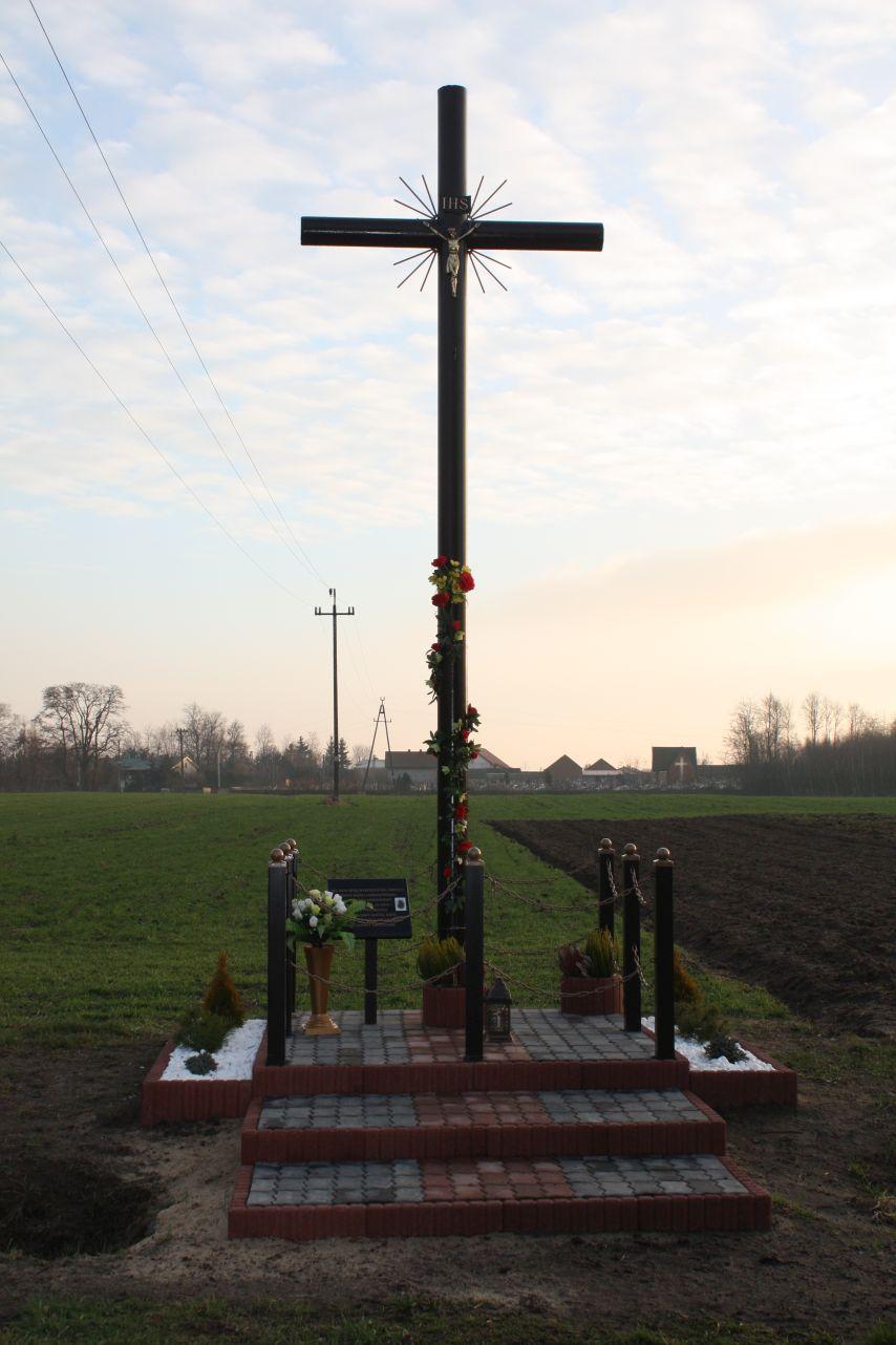 Sierzchowy krzyż nr1 (1)