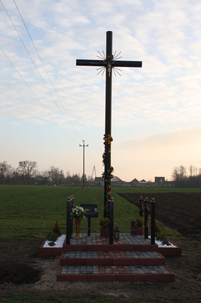 Sierzchowy krzyż nr1 (2)