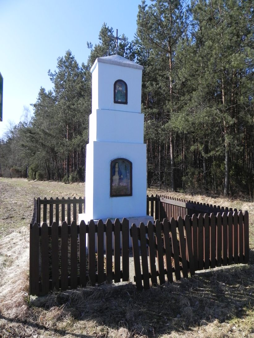 2012-04-09 Stanisławów - kapliczka nr1 (3)