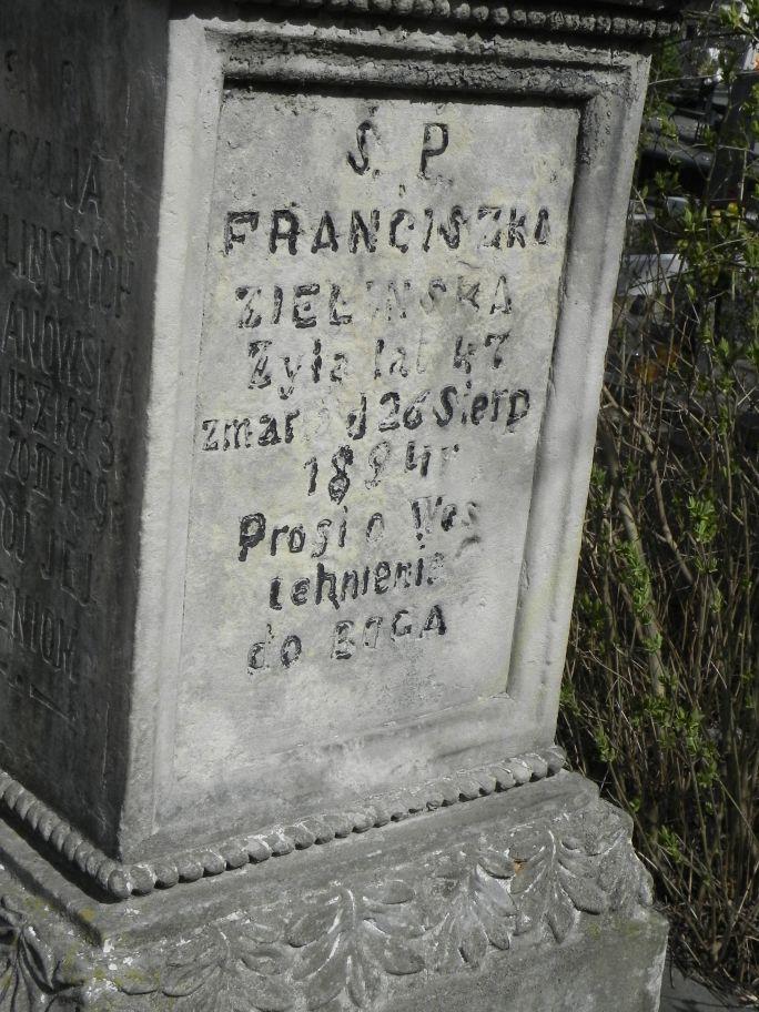 2011-04-10 Inowłódz - cmentarz parafialny (10)