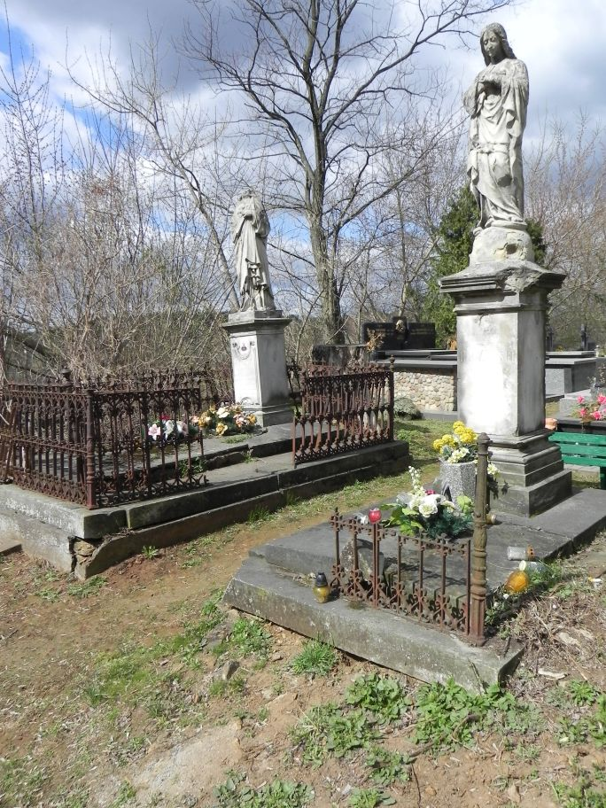 2011-04-10 Inowłódz - cmentarz parafialny (11)