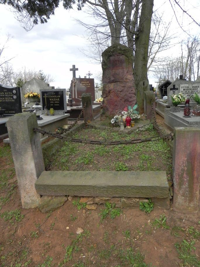 2011-04-10 Inowłódz - cmentarz parafialny (16)