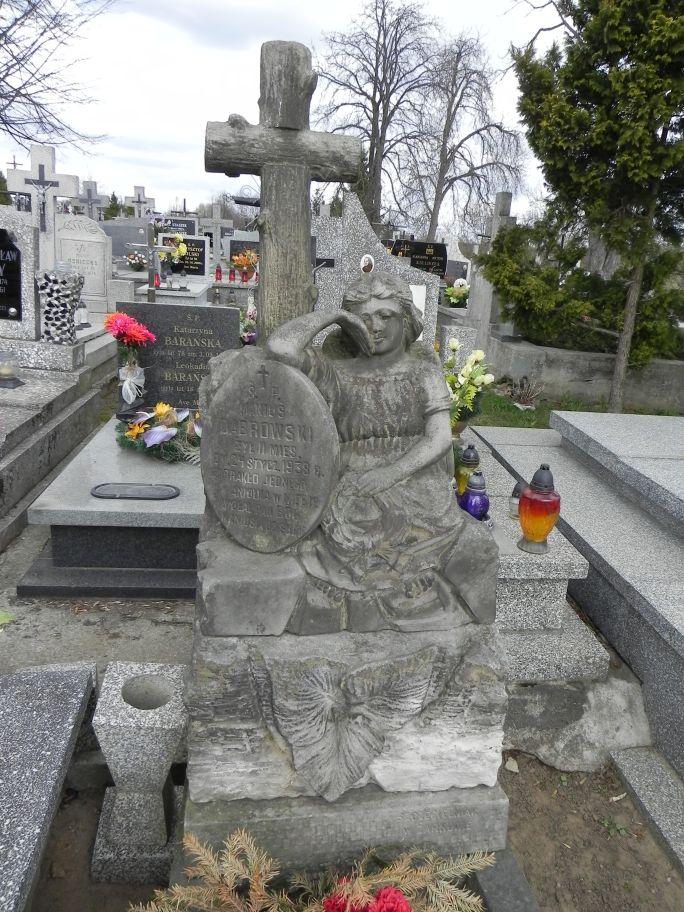 2011-04-10 Inowłódz - cmentarz parafialny (21)