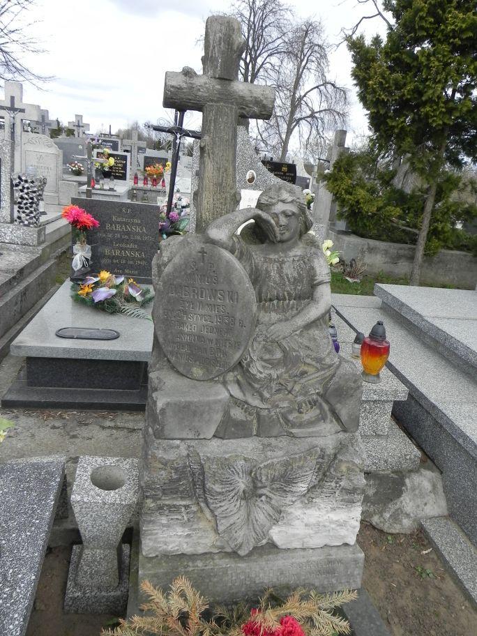 2011-04-10 Inowłódz - cmentarz parafialny (22)