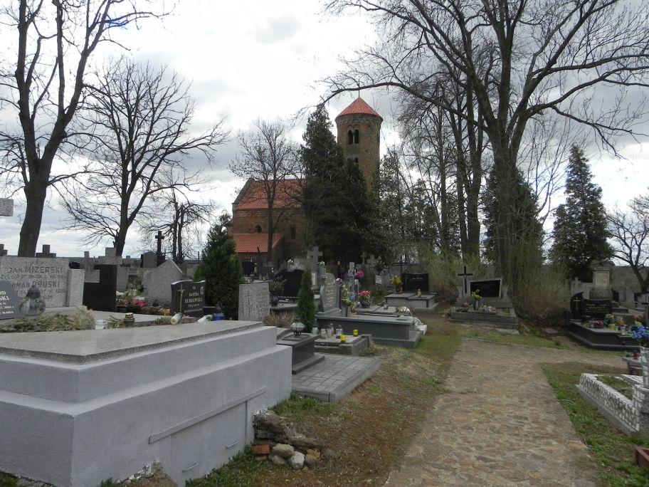 2011-04-10 Inowłódz - cmentarz parafialny (5)