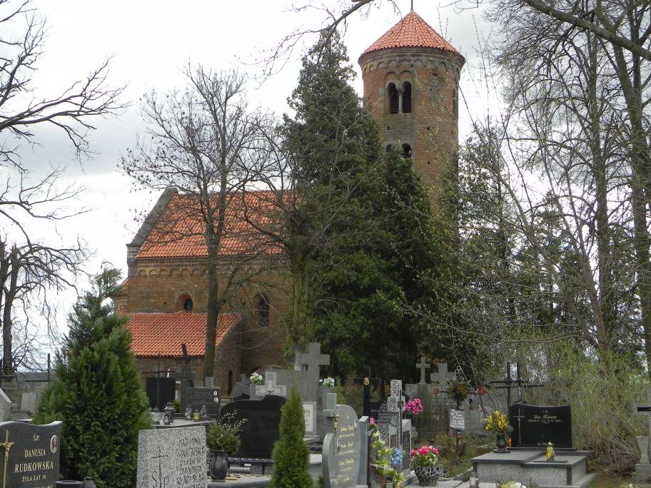 2011-04-10 Inowłódz - cmentarz parafialny (6)