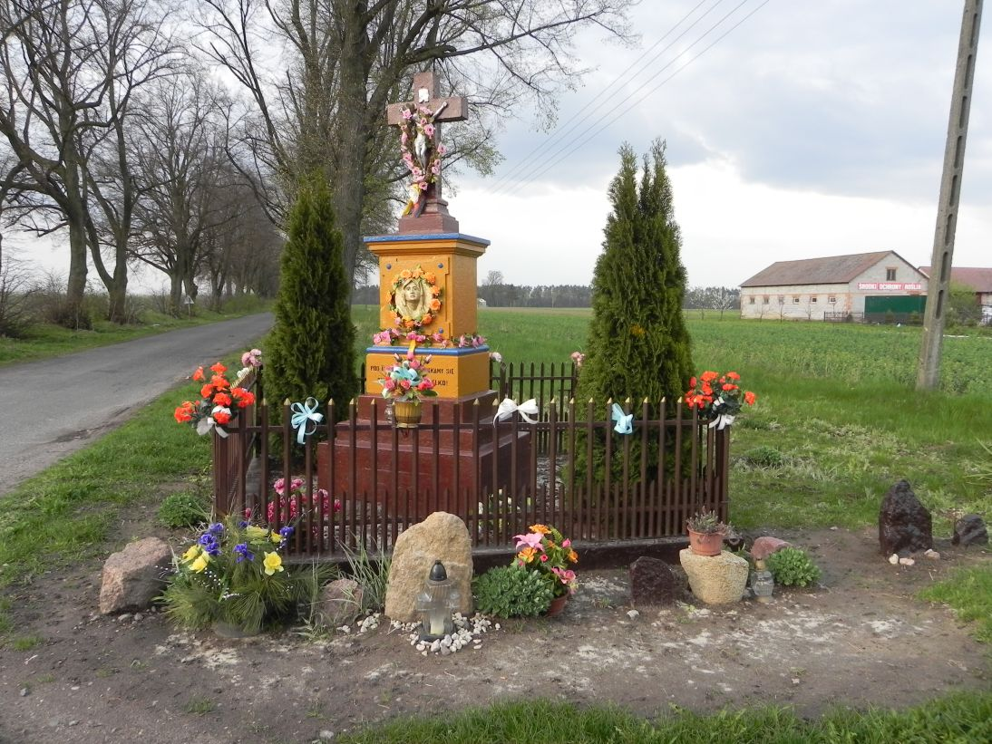 2011-04-25 Stolniki kapliczka nr1 (1)