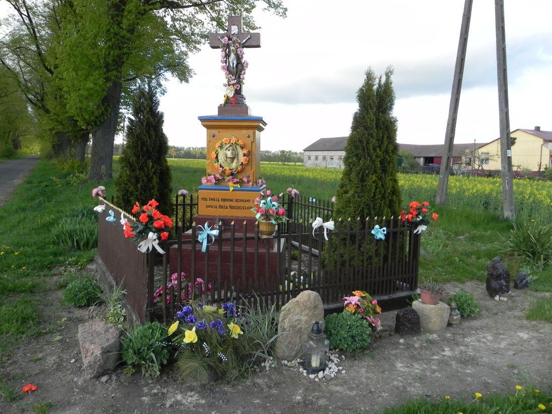 2011-05-01 Stolniki kapliczka nr1