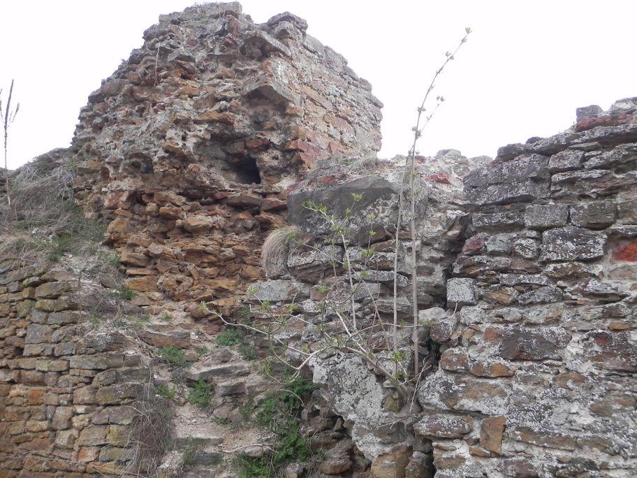 2011-04-17 Inowłódz - ruiny zamku (16)