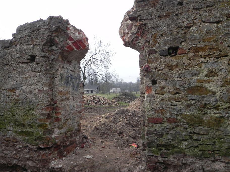 2011-04-17 Inowłódz - ruiny zamku (57)
