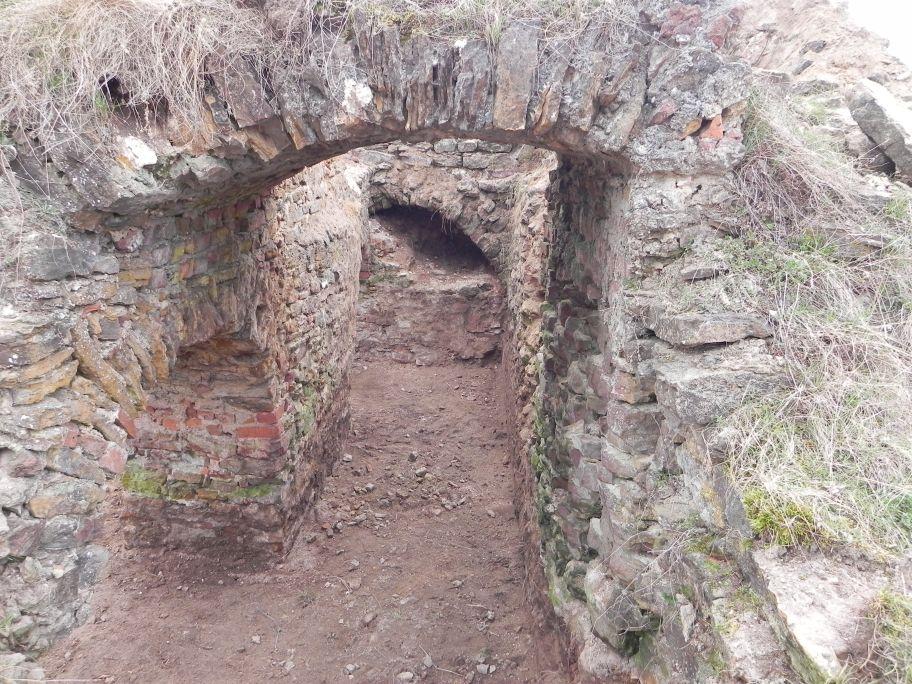 2011-04-17 Inowłódz - ruiny zamku (6)