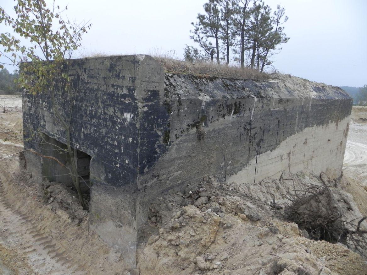 Inowłódz Kop. - bunkier Garaż-1 (34)