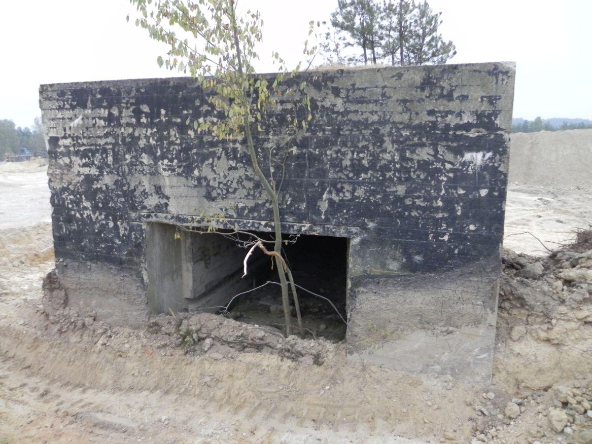 Inowłódz Kop. - bunkier Garaż-1 (37)