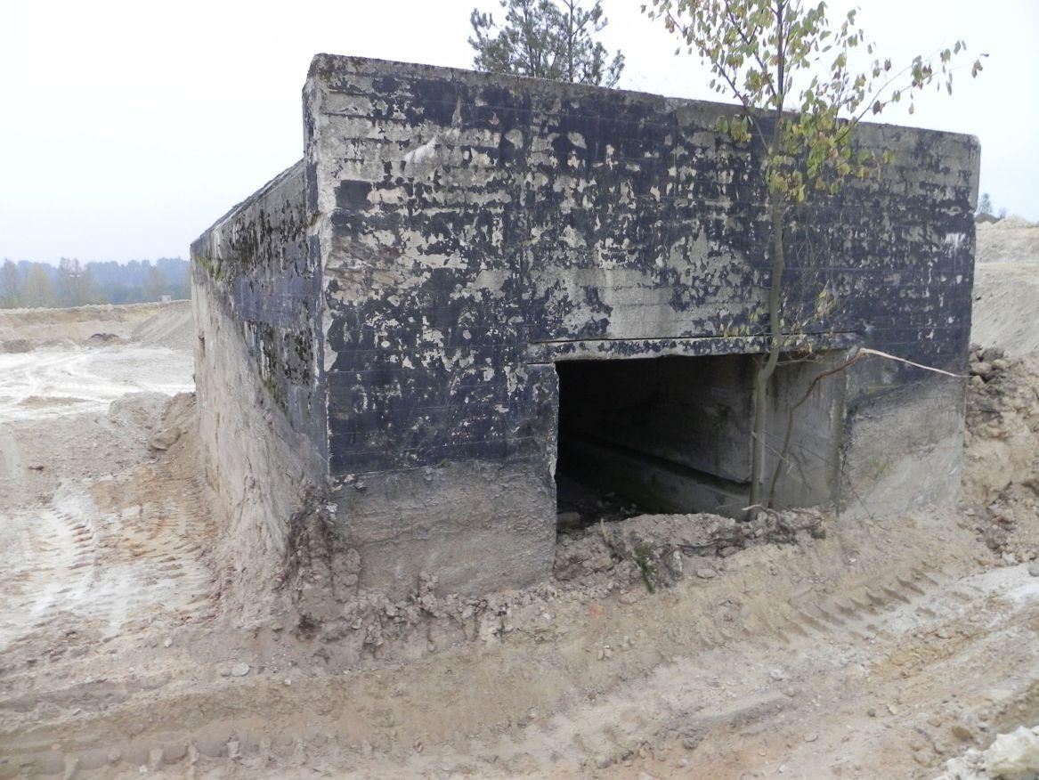 Inowłódz Kop. - bunkier Garaż-1 (38)