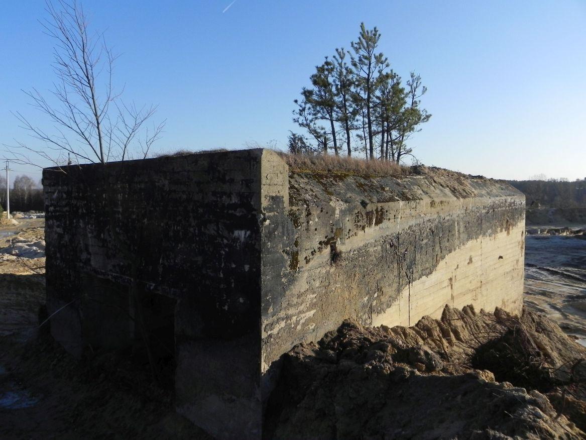 Inowłódz Kop. - bunkier Garaż-1 (49)