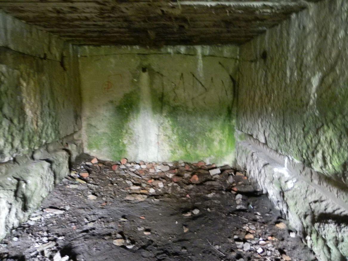 Inowłódz Koś - bunkier Garaż-6 (43)