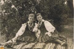 1946r Sanogoszcz - Zofia i Kazimiera Stolarkówny