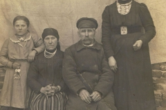 1905r. Sierzchowy - Teresa i Błażej z córkami Małgorzata i Lucyna Bienias