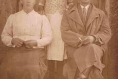1940r. Sierzchowy - Zofia i Wawrzyniec Jędrasowie z córką Janiną