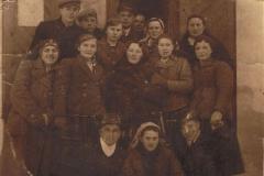 1940r. Sierzchowy - przed sklepem u Owczarka