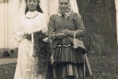 1943r. Poświętne - Panna młoda Anielka z matką - z Anielina