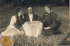 1940r. Złota - Harmonista z pannami