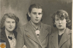 1941r. Sierzchowy - Irena, Stanisława i Witka Ponewczyńskie