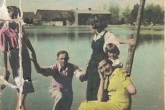 1941r. Sierzchowy - Irena,Witka, Dzidka i Maria Ponewczyńskie, Witek Aptapski