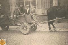 1948r. Rawa Maz. - Janek Ponewczyński, Antoni Dziki, Michał Ponewczyński i syn Mietek