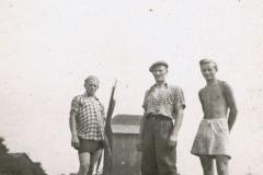 1952-06-30 Sierzchowy - Michał i Wacław Walczewscy, Mietek Ponewczyński.