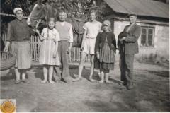 1952.06.21 Sierzchowy - Marianna, Michał i Mietek Ponewczyńscy, Jadwiga z Tomaszowa, Waleria Stępień i Wacław Walczewski