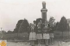 1955r. Młodzież ze Złotej na wycieczce