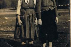 1940r. Kowary koło Jeleniej Góry - Anna Antosik ze Złotej z teściową syna