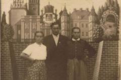1955r. Częstochowa - Marysia Antosik, Rozalia Łopatka i Stasiek Łopatka ze Złotej