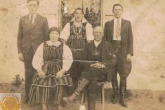 1945 Mała Wieś - z przodu Katarzyna i Michał Augustyniak, wujek, Wiktoria z domu Królak i Jan Augustyniak