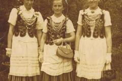 1950r. Chorzęcin - Barbara Ogórek, Alina Rybak i Maria Wojciechowska