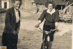 1952r. Krzykowice koło Wolborza - Maria Wojciechowska, Barbara Ogórek