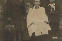 1949r. Sierzchowy - I komunia św. Julia Rosiak, ksiądz Piechowski, Stasiek Rosiak