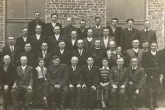 1954r. Sierzchowy - Komitet budowy szkoły. U dołu pierwszy z prawej Józef Rosiak